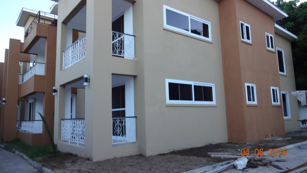 3 Bedroom Apartment In Oyster Bay