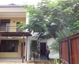 Simple Classic Double Storey House for Re